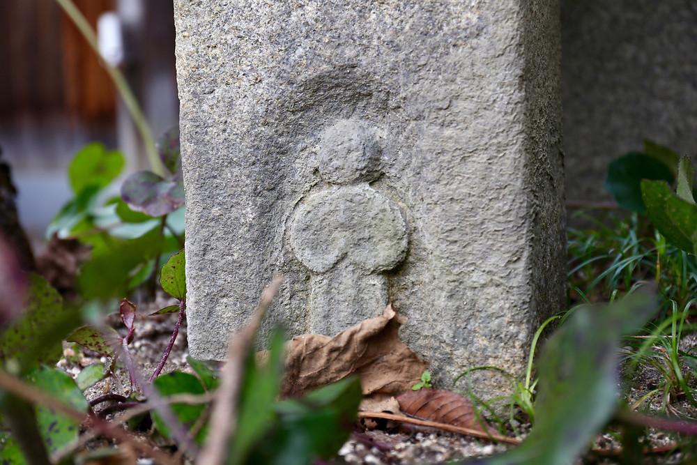 Detalhe seria a imagem estilizada de Maria.