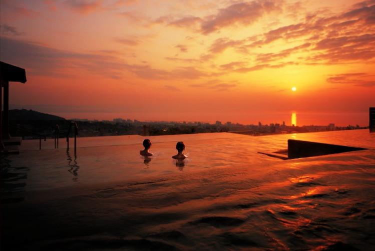 Banho de águas termais no hotel Suginoi, em Beppu, província de Oita/ imagem: site da Secretaria de Turismo de Oita