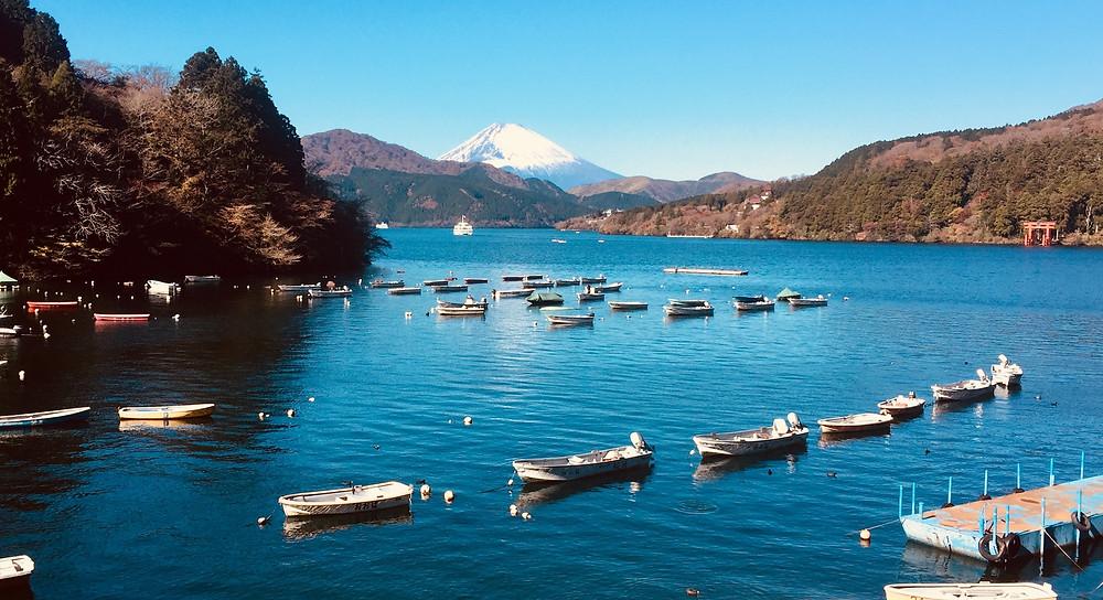 Hakone, em Kanagawa, a beleza do Lago Ashi com o Monte Fuji ao fundo. / foto: Roberto Maxwell