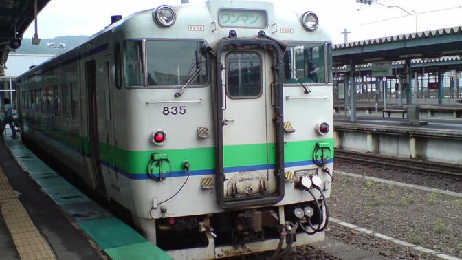 Em algumas regiões, os trens só contam com um vagão.