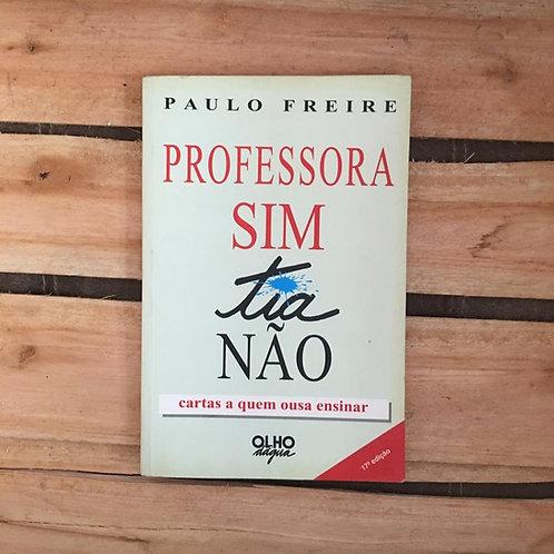 Professora sim, tia não - cartas a quem ousa ensinar - Paulo Freire