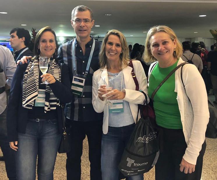 Nossas fisioterapeutas Monica Goldner, Debora Wu e Silvia Carvalho com Dr. Paulo Barbosa