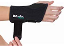 Mueller Green Fitted Wrist Brace -Color Black