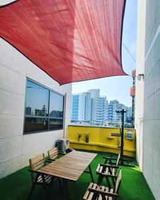 옥상 타프, tarp, tarpaulin (shade & beyond) 설치, 창틀 프레임에 앵커 설치