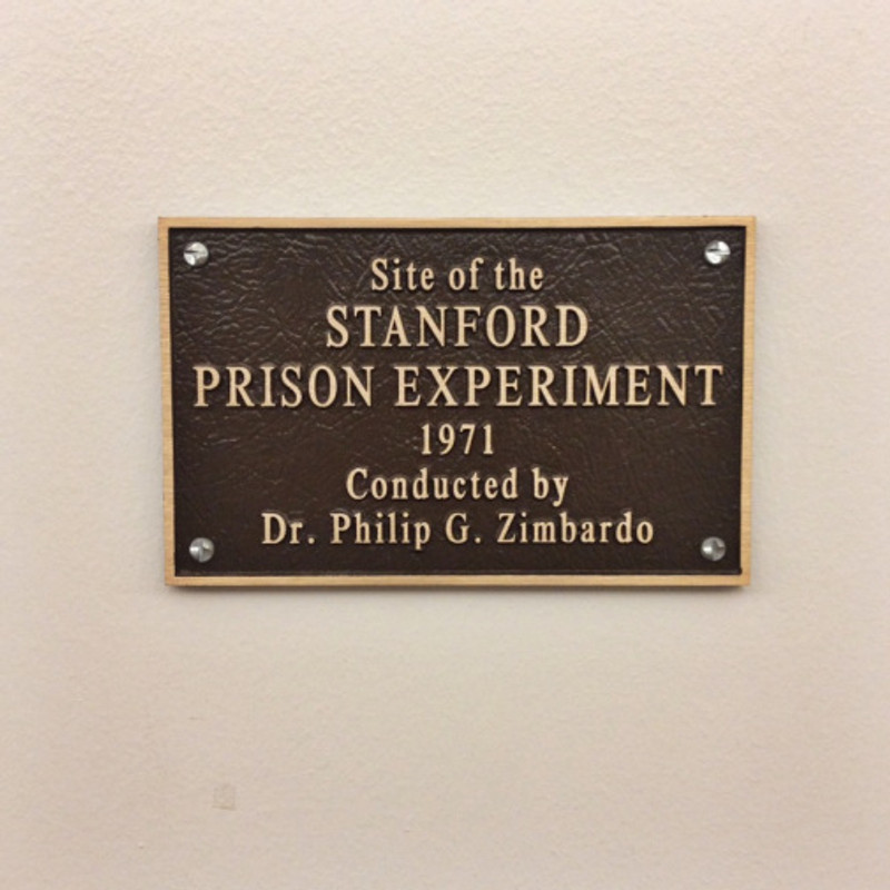 Plaque_Dedicated_to_the_Location_of_the_Stanford_Prison_Experiment wikimedia