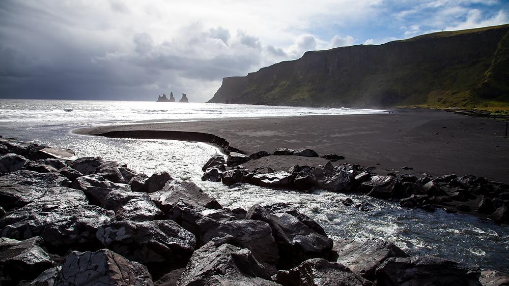 Black-sand-beach-iceland wikimedia.png