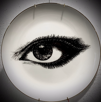 Assiette en porcelaine.Made in England.by Rory