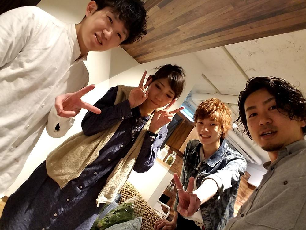4人で初の記念写真☆これからも多くのお客様のハッピーを作って平塚で一番の美容室にしていきたい☆
