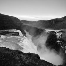 Iceland_falls_01.jpg