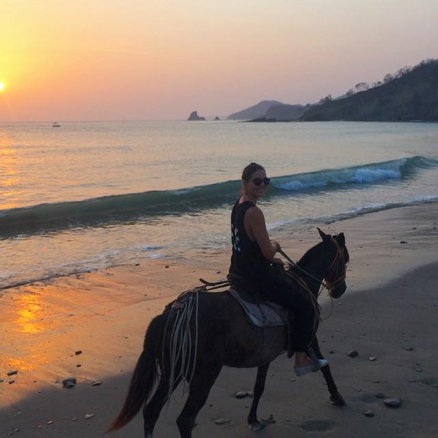 Just horsing around 😝🐴 #MaderasLife #Maderas #Nicaragua #BeachLife