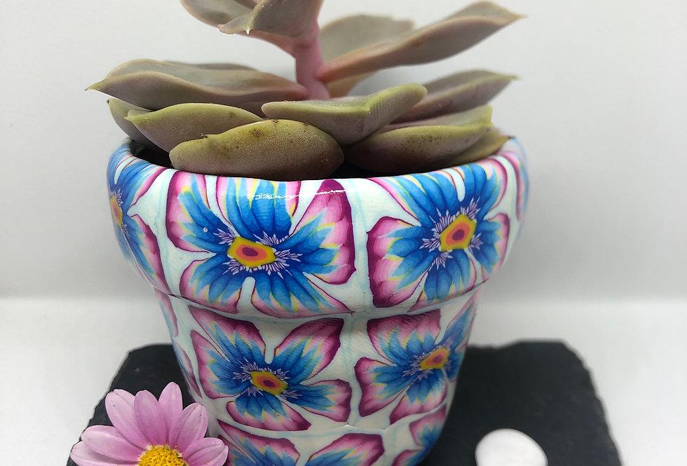 Petits pots décoratifs recouverts de pâte polymère