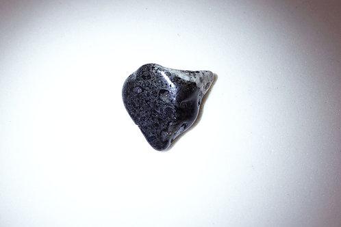 金伯利岩打磨原石