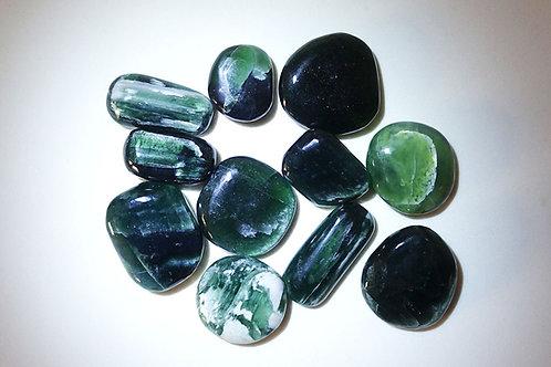 綠色藍晶石打磨原石