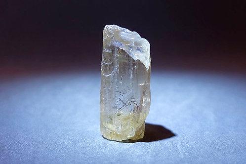 金黃方柱石原礦2
