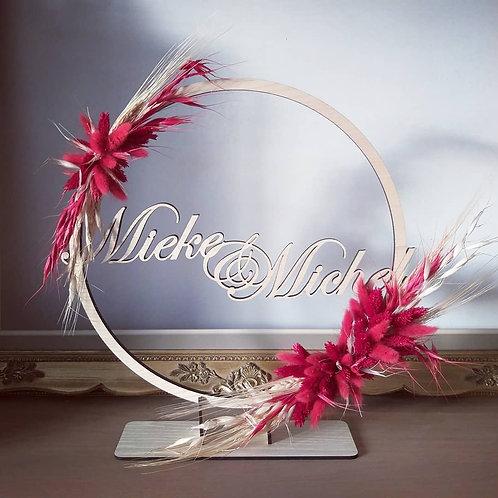 Cirkel met 2 namen en droogbloemen