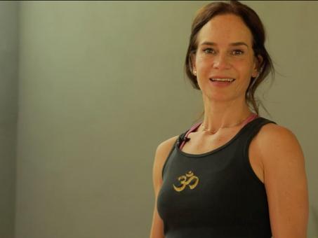 Clase de yoga: enfocada en la relajación