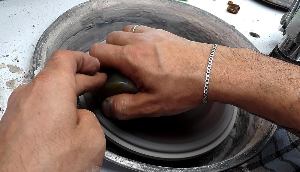 Cómo se talla una piedra preciosa.