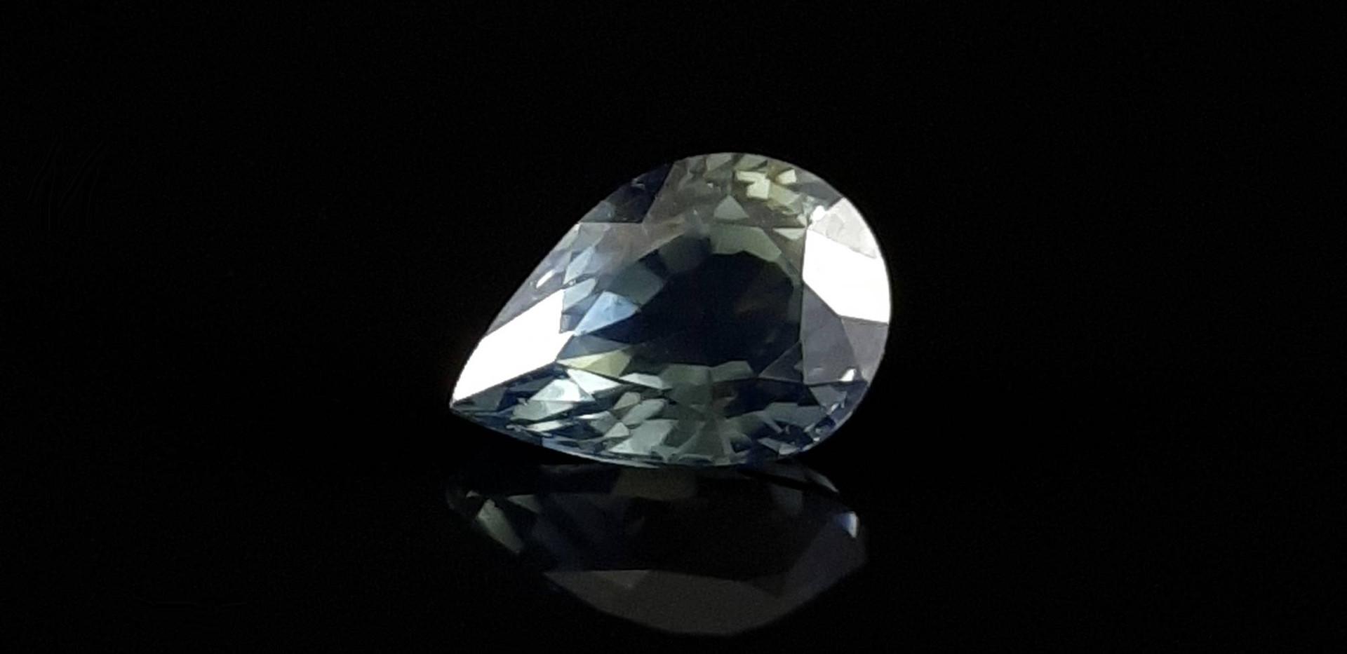 Sky-Blue-Pear-Sapphire-Z009-Oscar-Bautis