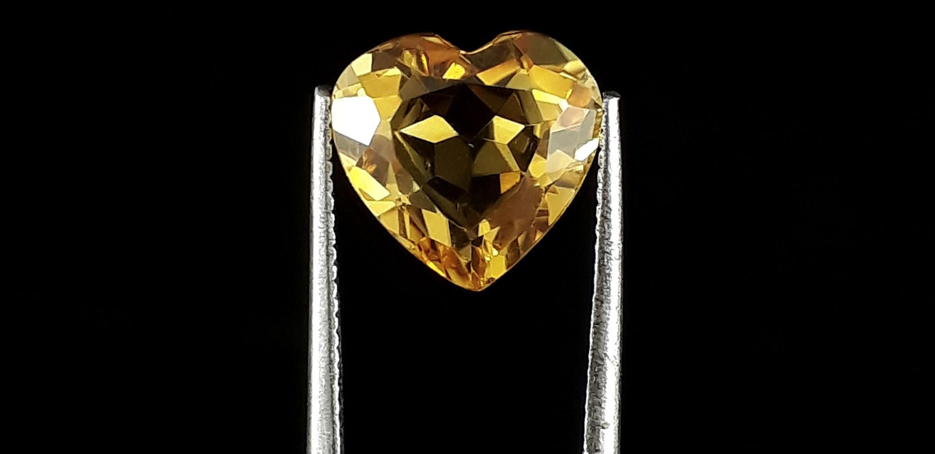 Yellow-Heart-Citrine-CT001-Oscar-Bautist