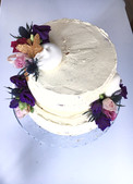 small lockdown weddingcake matching bridal bouquet flowers Envie Catering