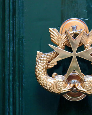 Stylish handle of a maltese house featur