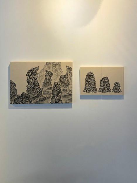 [김혜민, 흘러가는, 41 x 27 cm, 장지에 먹, 2019][김혜민, 쌓이다, 28 x 18 cm, 장지에 먹, 2020]