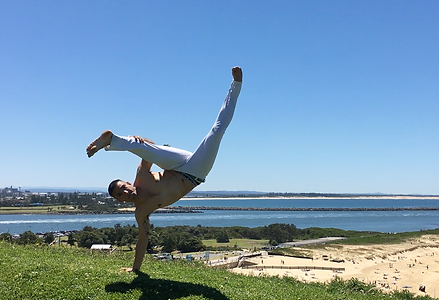 Capoeira Newcastle | Calango training above Nobby's Beach