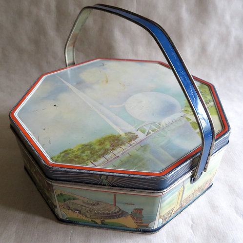 1939 New York worlds fair biscuit tin with handle