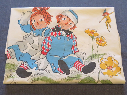 Vintage image of Raggedy Ann and Andy on white background