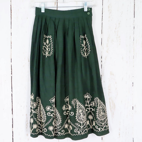 Green pleated skirt with embroidered pockets