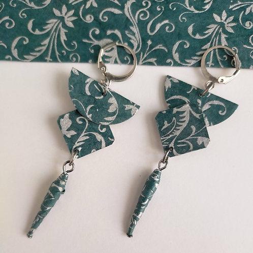Boucles d'oreilles Brunhilde motifs argentés sur fond bleu-gris