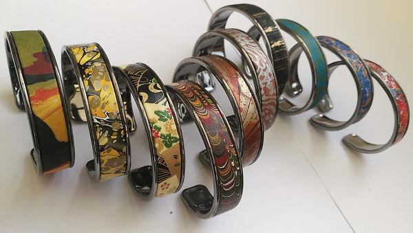 Bracelet Elina en métal et papier. Sur commande avec papier de votre choix. 20€