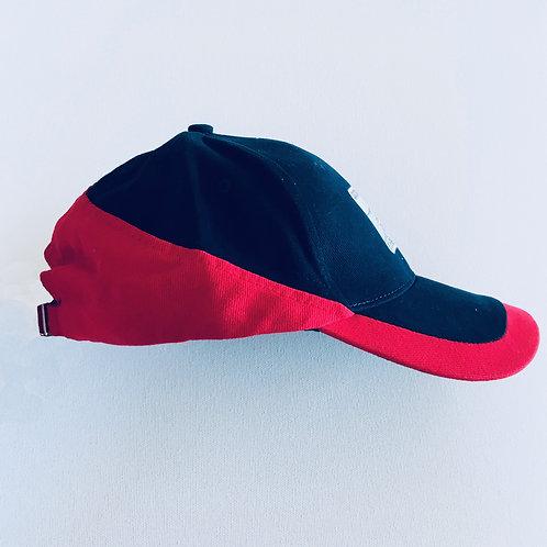 Casquette bleue et rouge