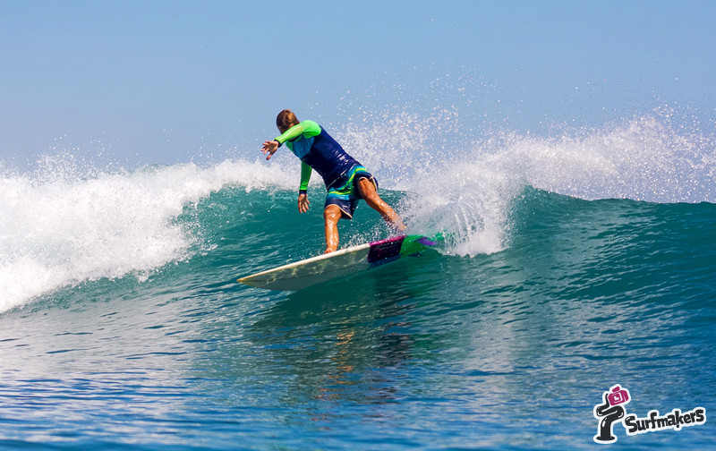 surfing surf sumbawa indonesia