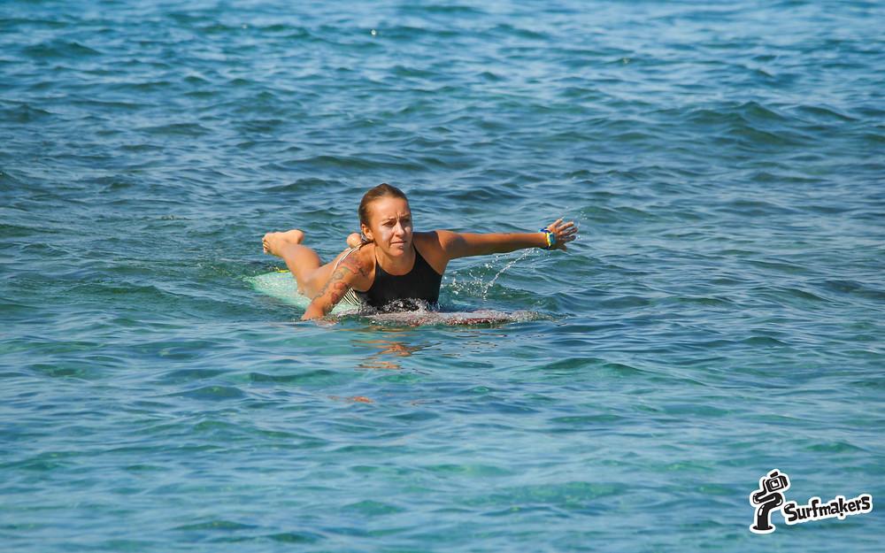 Плавать на доске проще, чем без доски