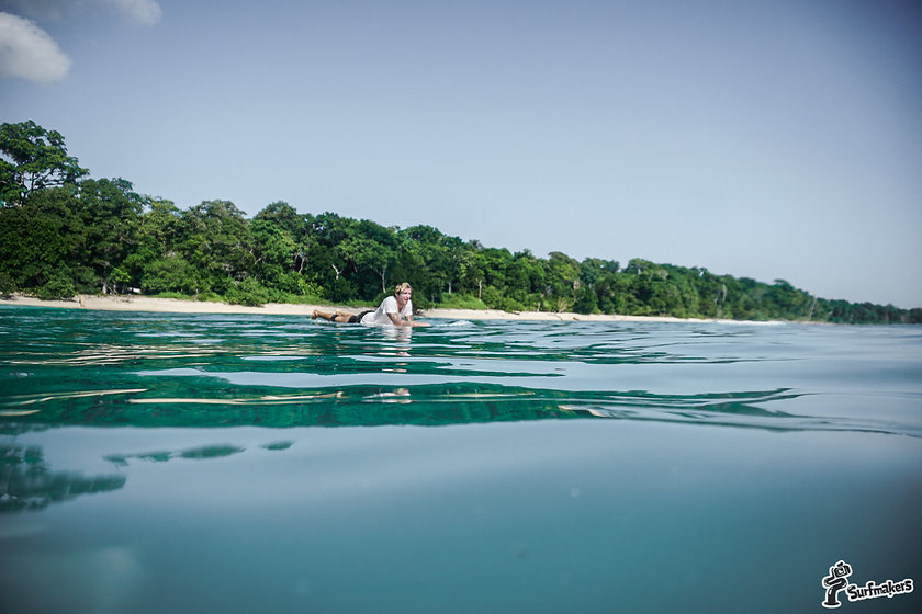 наша школа серфинга и серф кемп Бали