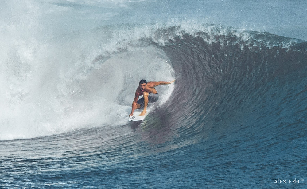 На Бали пришел большой свэлл.
