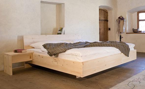 Zirben Bett Hell.jpg