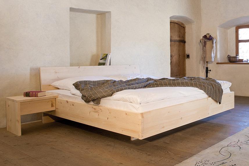 Zirben Bett-Detail-Hell.jpg