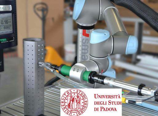 Nuovo sistema di avvitatura automatico con robot collaborativo su una linea di produzione manuale.