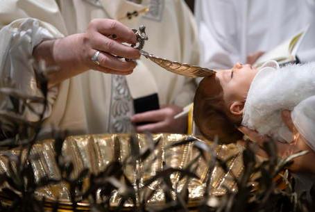 Covid: Papa non celebrerà i battesimi domenica 10 gennaio