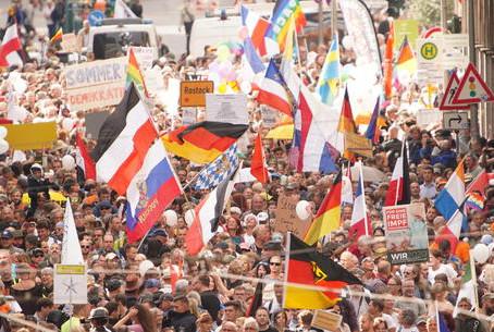 Coronavirus: manifestazione anti-Covid a Berlino. Arrestati 300 manifestanti