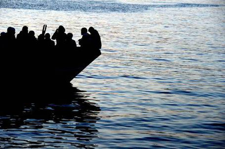 Migranti: ripescati venti corpi al largo della Tunisia