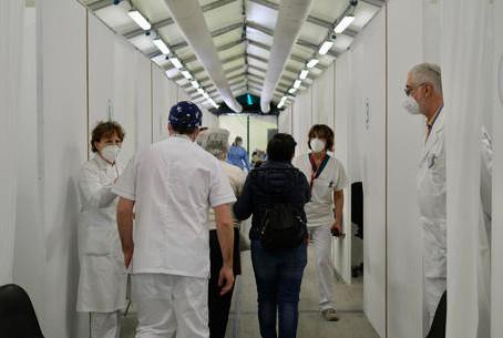 Vaccinazioni a quota 15 milioni. 'Immunità gregge a agosto