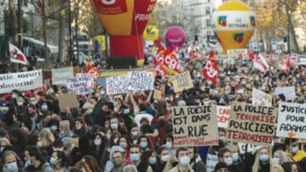 La Francia scende in piazza