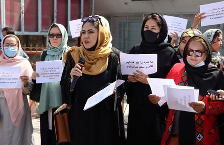 Talebani, le donne non possono fare i ministri, devono fare i figli