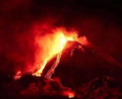 L'Etna dà spettacolo, doppio trabocco lavico da Sud-Est
