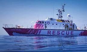 Migranti: nave Banksy assistita dalla Guardia Costiera