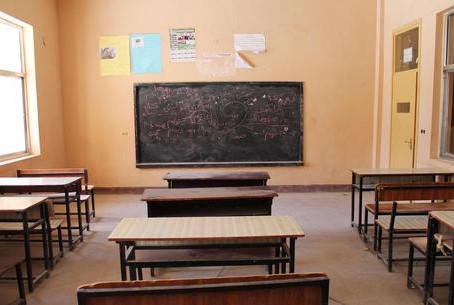 Talebani riaprono le scuole, 'Ma soltanto per i maschi'
