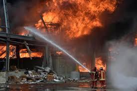 Beirut, gigantesco incendio al porto